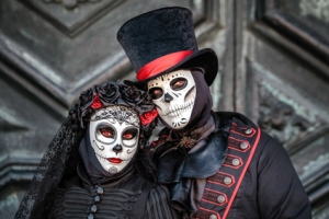 Pärchen auf dem mexikanischen Totenfest