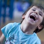 Kind freu sich über Lukas und Lara auf Tour
